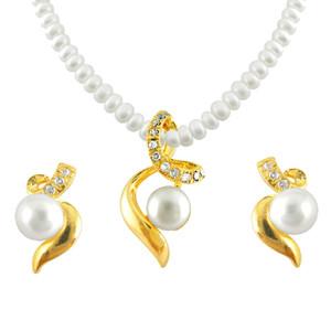 Aabha Pearl Pendent Set