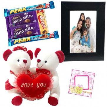 True Love Feeling - Couple Teddy with Heart, Photo Frame, 5 Assorted Bars & Card