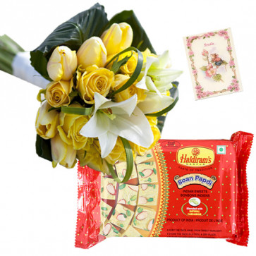 Yellow White Papdi - 15 Yellow and White Seasonal Flowers Bunch, Soan Papdi 500 gms & Card