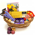 Handy Chocolates - Temptations, 2 Dairy Milk 34 gms, 2 Snicker, 2 Kit Kat, Hand Made Chocolates 100 gms and Card