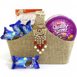 Quality Cookie - Quality Street chocolate & toffees, 4 Oreo Biscuit and Card